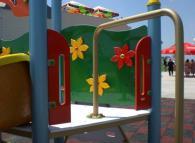 Детска катерушка с декоратични цветя