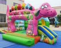 Надуваем замък с динозавър по поръчка