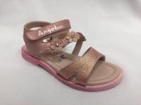 Розови детски сандали.