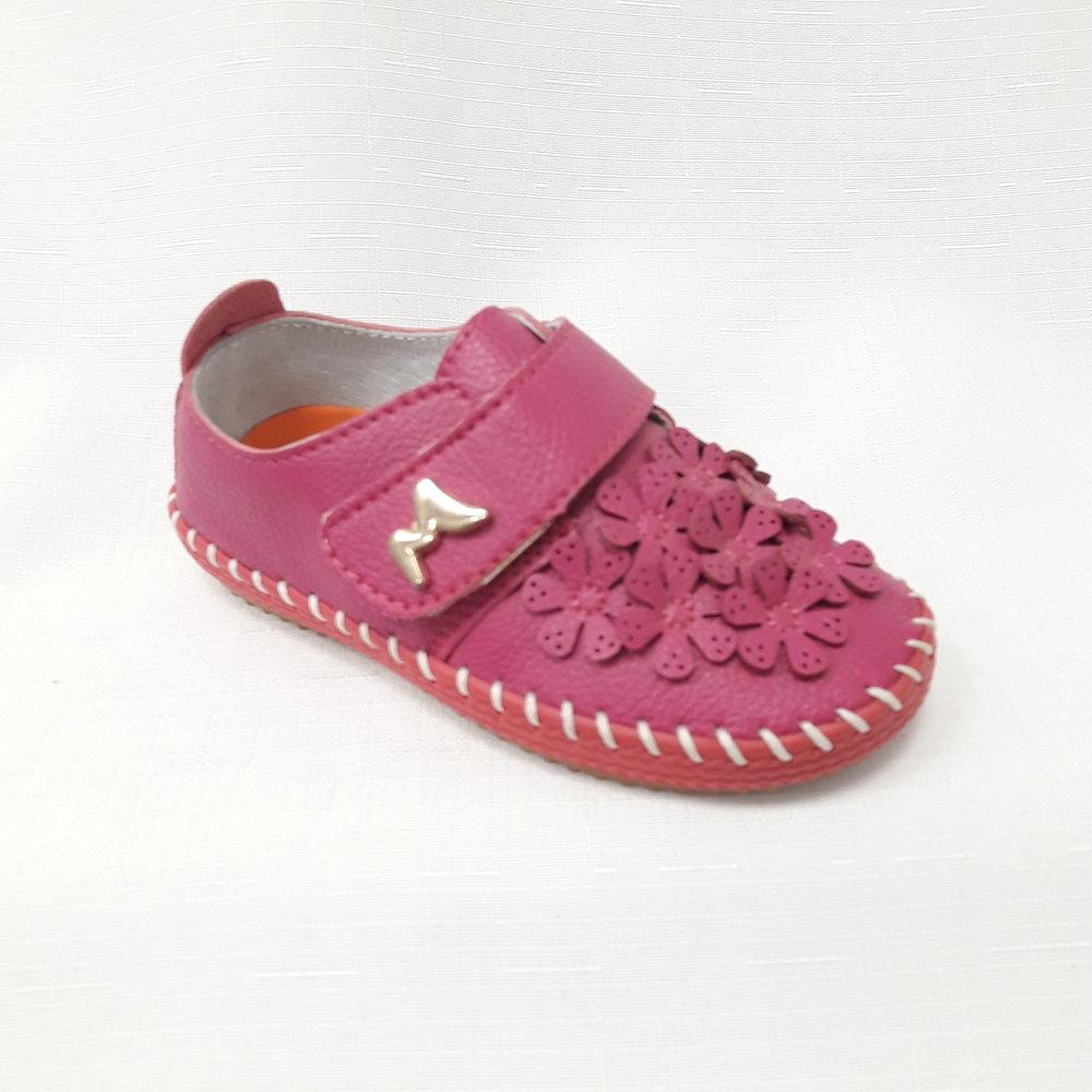 Розови бебешки обувки от естествена кожа.