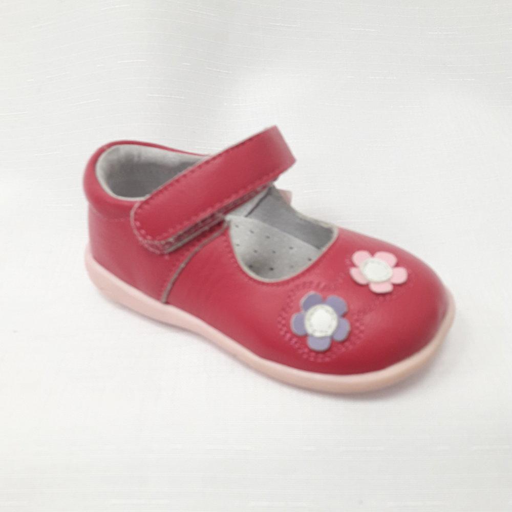 Розови бебешки обувки с цветя от естествена кожа.