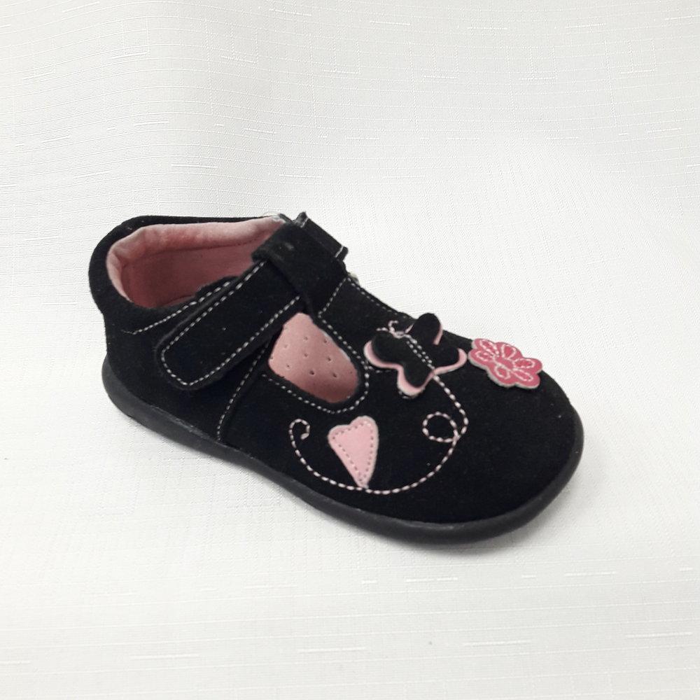 Черни бебешки обувки от естествен велур.