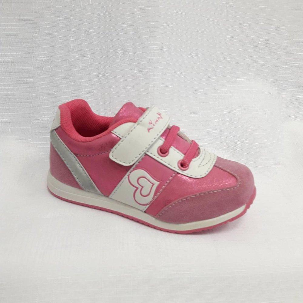 Розови детски маратонки със сърце за момичета.
