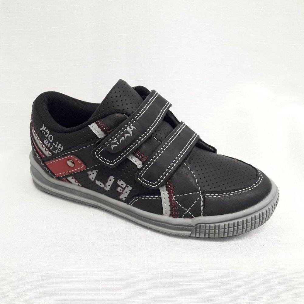 Черни детски маратонки с лепенки.
