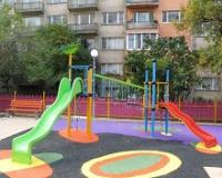 Разливна каучукова настилка за детска площадка
